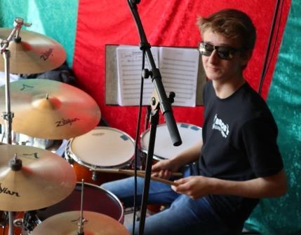 Finn am Schlagzeug Mai 2019