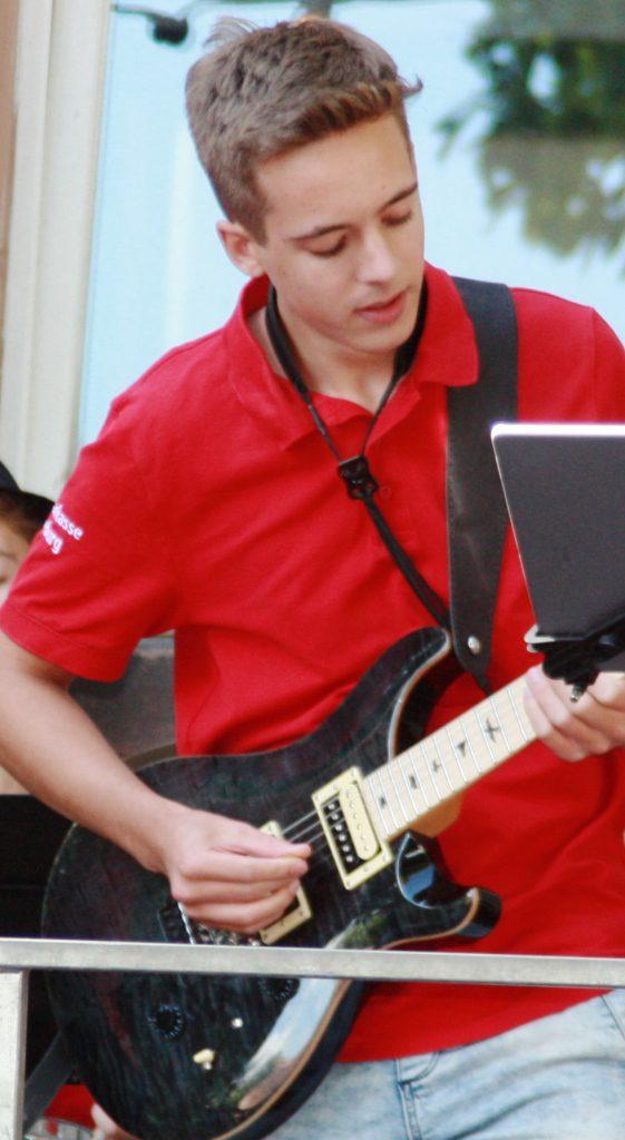Joshua Gitarre